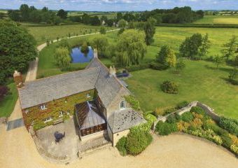 The Cotswold Manor Hall with Hot-Tub and Games Barn  - Oxford,