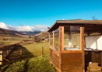 Caban y Berwyn with all weather Hot tub  - Llanrhaeadr-ym-Mochnant,