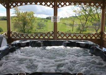 Caban Iwrch with all weather Hot tub  - Llanrhaeadr-ym-Mochnant,