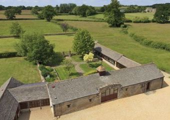 The Cotswold Manor Grange, Exclusive Hot-Tub, Games/Event Barns, 70 acres of Parkland  - Oxford,