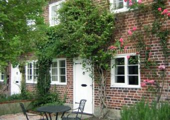 Rose Dogs-welcome Cottage, Hindon, Cotswolds   - Hindon,