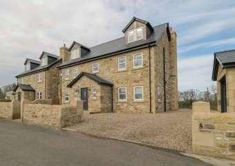 The Smithy Stylish Retreat  - Milbourne,
