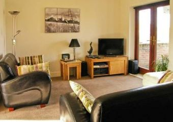 Waddleduck Dogs-welcome Cottage, Whitby, North York Moors & Coast   - Whitby,