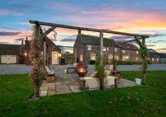 Broadgate Farm Cottages  - Beverley,