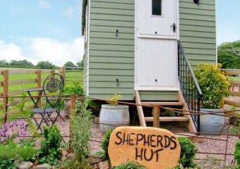 Shepherd's Hut Rural Retreat, Leighton, Heart of England  - Leighton,