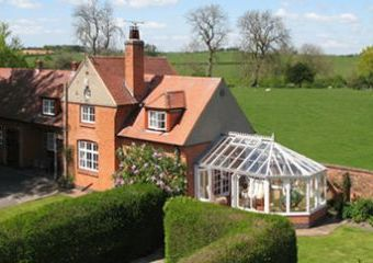 5 star Coachmans Cottage with a private hot tub  - Ashbourne,