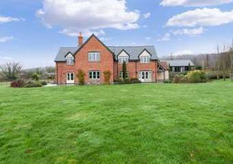 Sleeps 10+1, High Standard House with large garden and shared games room  - Checkley,