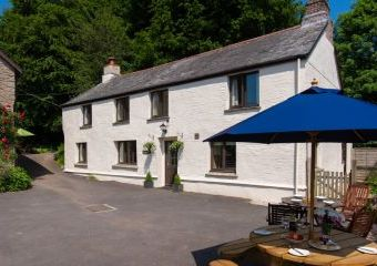 The Farmhouse at Wheel Farm Cottages  - Combe Martin,
