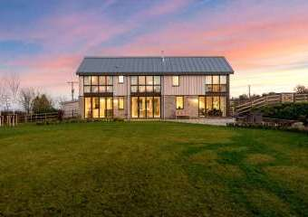 Sleeps 10, High standard, 5* Gold Award Winning House, M1 rated, ideal for all generations  - Much Marcle,