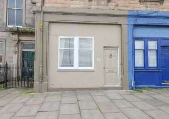 Sleeps 2 Apartment, Trinity Crescent  - Edinburgh,