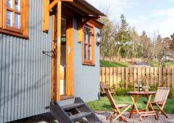 Little Silver Fox Shepherds Hut  - Umberleigh,