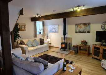 William's Hayloft - with Swimming Pool and Toddler Play Area  - Whitchurch,