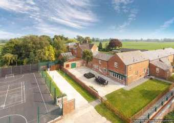 James's Parlour 5 Star with shared Indoor Swimming Pool  - Whitchurch,