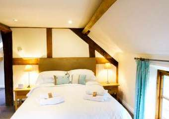Sleeps 7+1, Cosy, Beautiful 5* Gold, Cottage in amazing rural location with Free WiFi, shared Games room   - Hereford,
