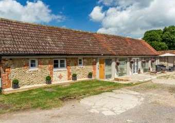 Oxen Dogs-welcome Cottage, Cotswolds  - Upper Seagry,