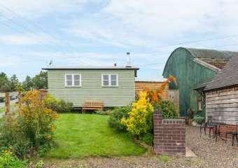 Shepherd's Hut Rural Retreat, Leighton, Heart of England  - Leighton,