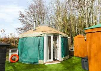 The Lakeside Yurt Dogs-welcome Cottage, Cotswolds   - Beckford,