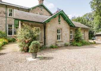 Courtyard Family Cottage, Central Scotland   - Forfar,