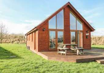 Birkdale Lodge with Hot Tub  - Thorpe-On-The-Hill,