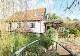 The Haybarn Pet-Friendly Country Cottage, Near Swaffham, East Anglia  - Necton,
