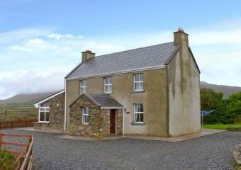 3 Bedroom Cottage with Mountain Views close to the Ring of Kerry  - Ballinskelligs,