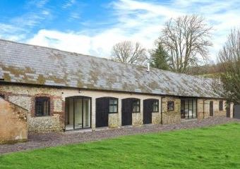 The Old Stables Holiday Barn  - Winterborne Stickland,