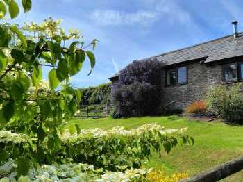 Honeysuckle, dog friendly couples' cottage in South Devon