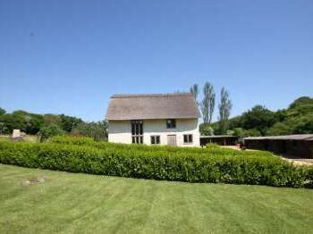 Pleasant Thatched Cottages To Rent For Self Catering Holidays In The Beutiful Home Inspiration Ommitmahrainfo