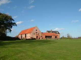 holiday cottages near Great yarmoth with swimming pool