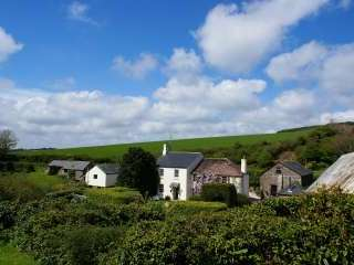 Holiday cottages for groups sleeping 2 -22, South Devon