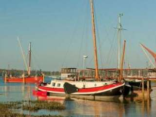 Self-catering barge in Suffolk