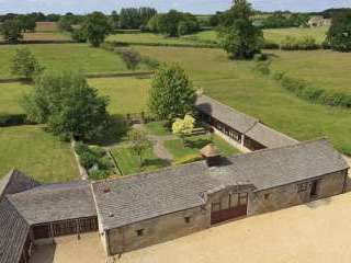 The Cotswold Manor Grange, Exclusive Hot-Tub, Games Barn, 70 acres of Parkland