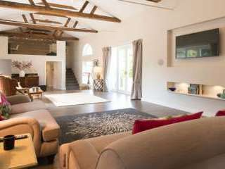 Stylish luxurious accommodation at this 2 bedroom holiday house