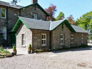 Courtyard Family Cottage, Central Scotland  - Angus