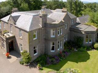 Castleton House Pet Friendly Cottage, Central Scotland