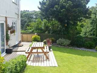 Garden Flat Holiday Home, South West England