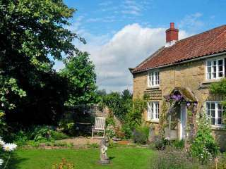 1 Corner Cottages Dogs-welcome Cottage, North York Moors & Coast