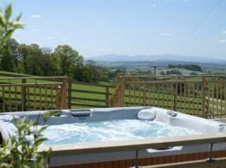 Mill Barn Large Sleeps 8 Cottage Pet Friendly with Private Jacuzzi Hot Tub