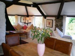 Longbow Barns Upper Apartment self catering accommodation, West Country
