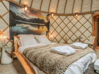 Island Yurt Glamping Holiday, Cotswolds, Worcestershire,  England