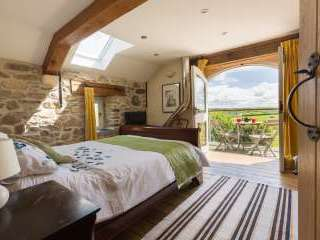 Luxurious Eco-friendly Holiday Barn - Cow Shed, Pembrokeshire,  Wales