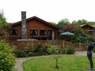 Milk Wood Bach Log Cabin for 2 to 3 people