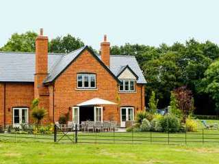 High Standard House with free Parking, WiFi, Sonos System and Games room - Herefordshire