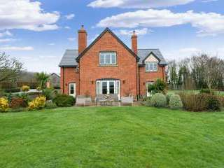 Sleeps 10+1, High Standard House with large garden and shared games room