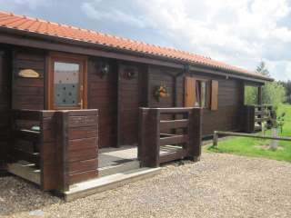 Tawny Lodge with Lake Views - Lincolnshire