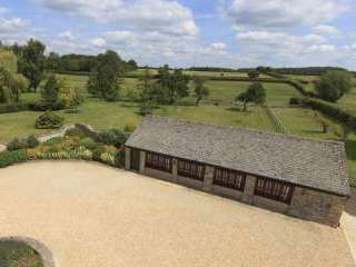 The Cotswold Manor Cottage with Hot Tub and Games Barn