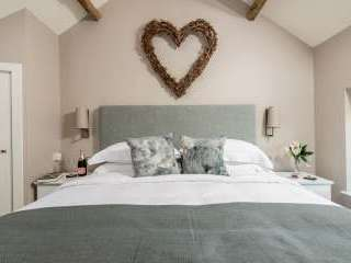 Sleeps 2, Beautiful, Modern Cottage with Original features, Ideal for Couples in fantastic Herefordshire countryside