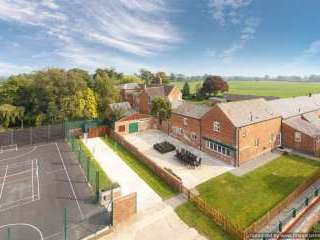 James's Parlour 5 Star with shared Indoor Swimming Pool, Shropshire,  England