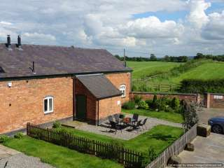 William's Hayloft - with Swimming Pool and Toddler Play Area, Shropshire,  England