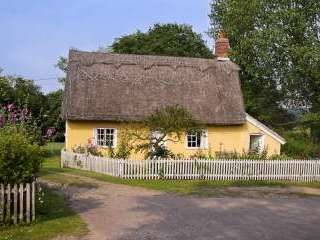 thatched country cottage suffolk